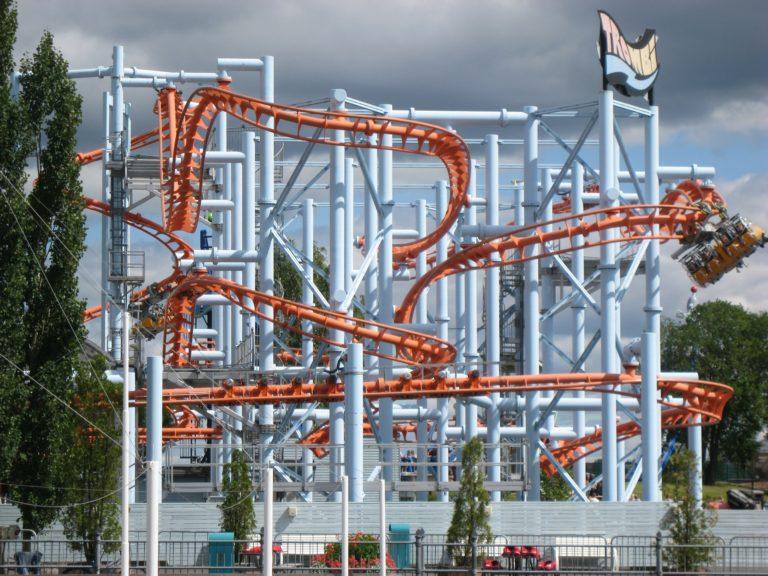 amusement-park-414704_1920