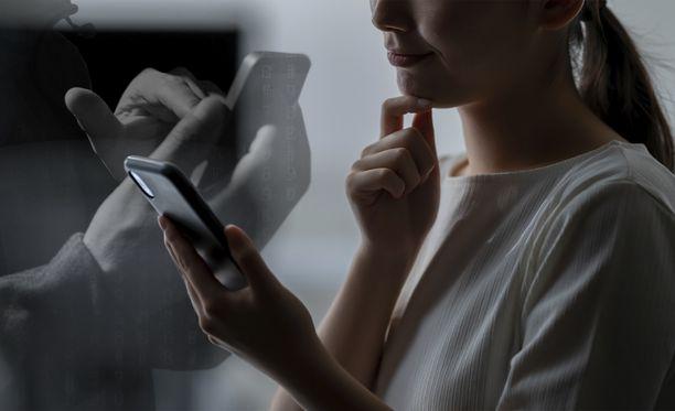 Lopeta puhelu oudosta numerosta välittömästi – varomattoman tililtä voi kadota tuhansia euroja
